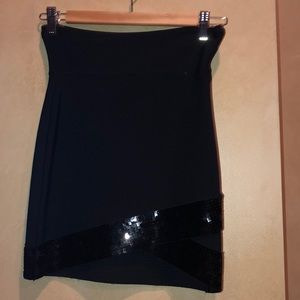 Bcbg bandage skirt w/ sequence blk size S